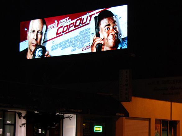 Digital billboard on Westwood Blvd. at issue in Clear Channel, CBS lawsuit.  It has since been turned off by court order in another case.